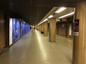 北海道札幌市の地下鉄大通駅とバスセンター前駅をつなぐ地下通路の写真