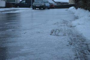 凍った道の様子