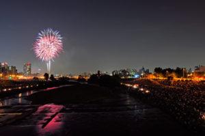 北海道札幌市で開催される豊平川花火大会の写真