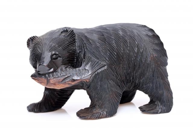 北海道のクマの木彫りの写真