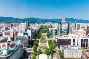 北海道札幌市の大通公園で全体像と山なみ「夏」の写真